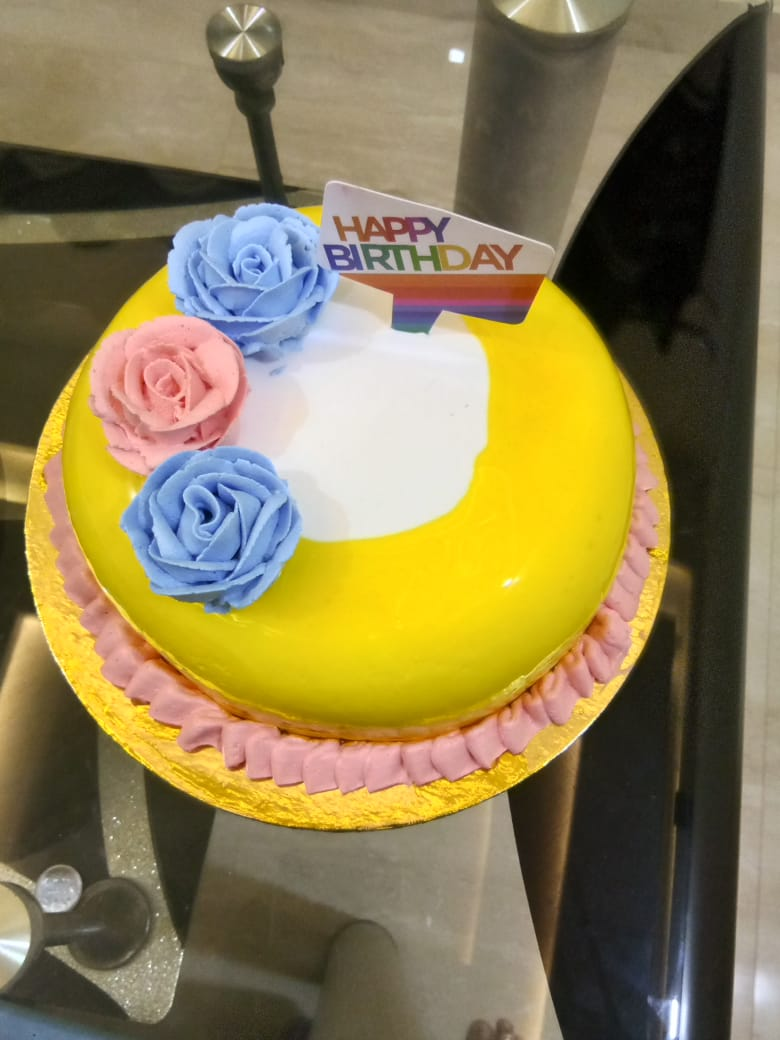 Pineapple Flavoured Cake Designs, Images, Price Near Me
