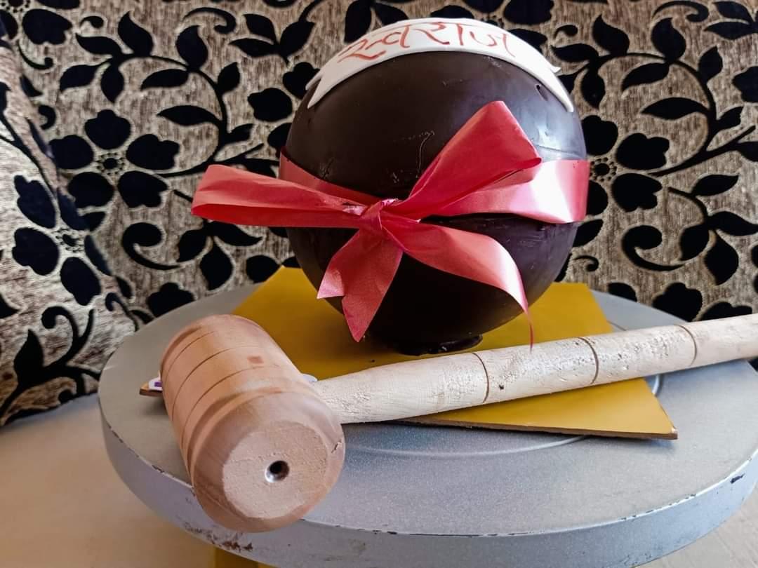 Pinata Cake Designs, Images, Price Near Me