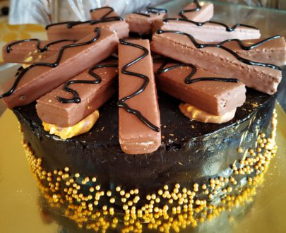 Kitkat Chocolate Cake Designs, Images, Price Near Me