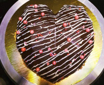Trending Pinata Cake Designs, Images, Price Near Me