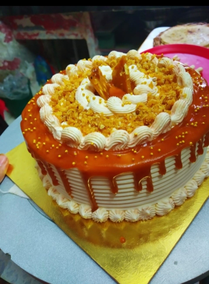 Butterscotch And Caramel Cake Designs, Images, Price Near Me