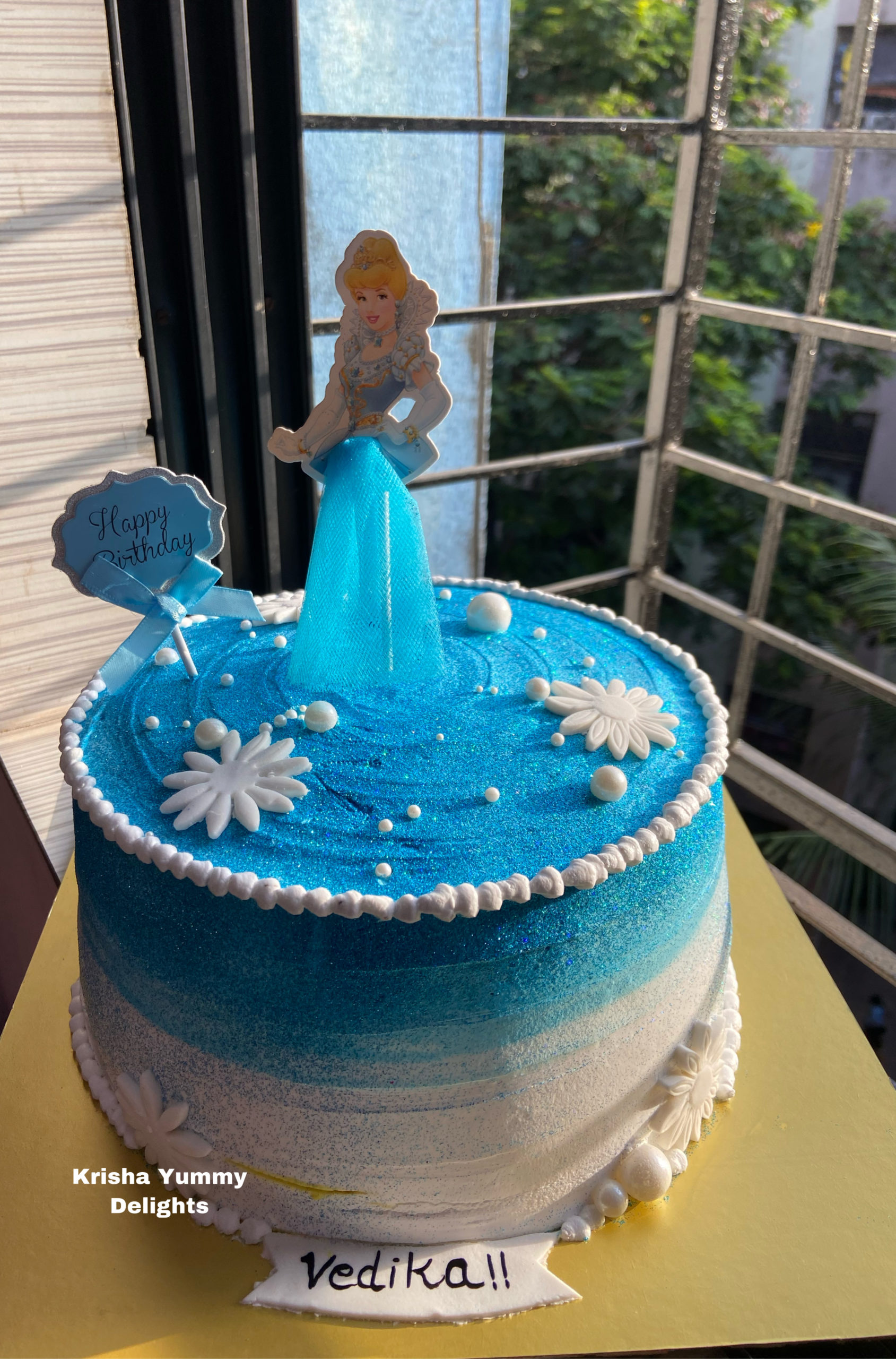 Princess Cake with shimmer effect Designs, Images, Price Near Me