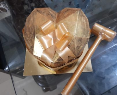 Golden Pinata Cake Designs, Images, Price Near Me