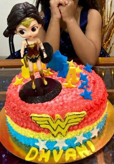 Wonder Woman Theme Cake Designs, Images, Price Near Me